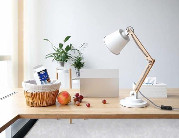 Lámpara de escritorio de madera natural de Tomons | Regalos para lectores - Letra